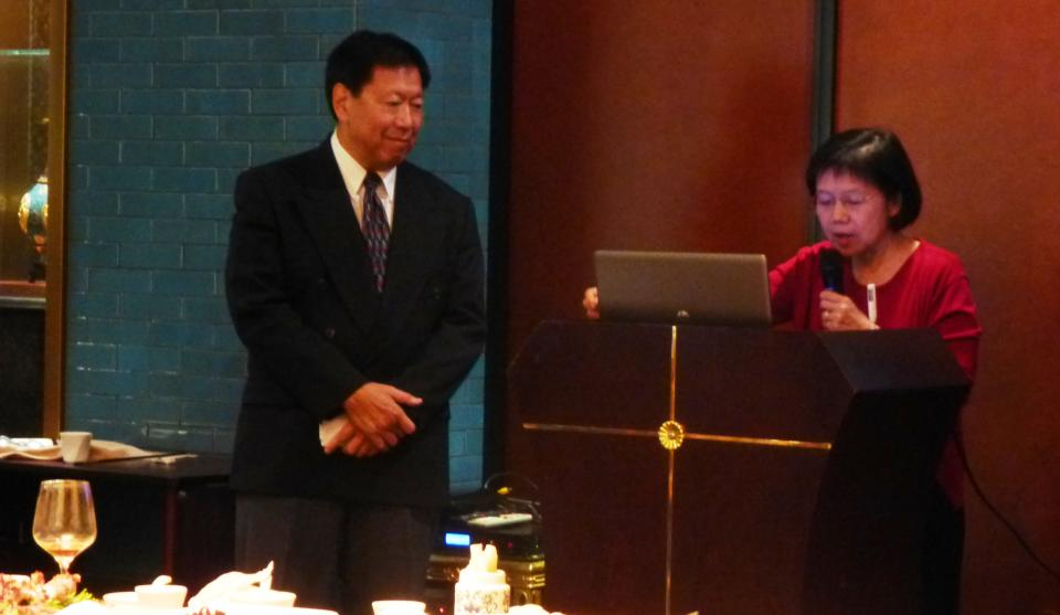 Dr. Martha Chiu introduces Dr. Stanley Sue to the PAU Masters Program in Counseling— China